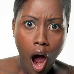 BEWARE!! See What Happened To A Woman At Oshodi yesterday After An Aboki Man Finished Mending Her Shoe
